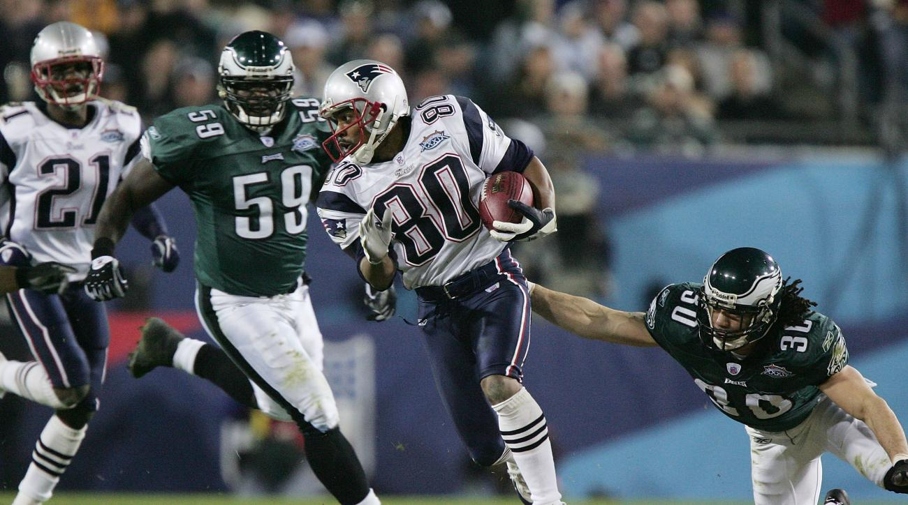 Eagles and Patriots play in 2005 | Photo from Sports Illustrated