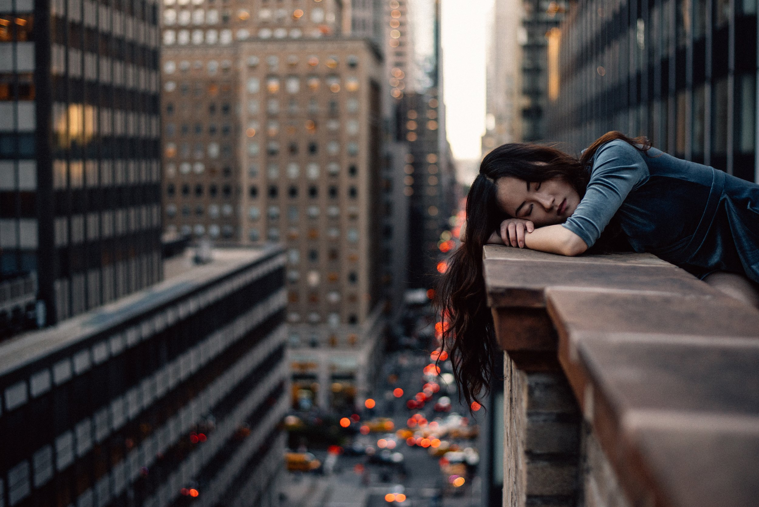 Woman leaning on top building rail during daytime. || Photo credit to by  Hernan Sanchez  on  Unsplash