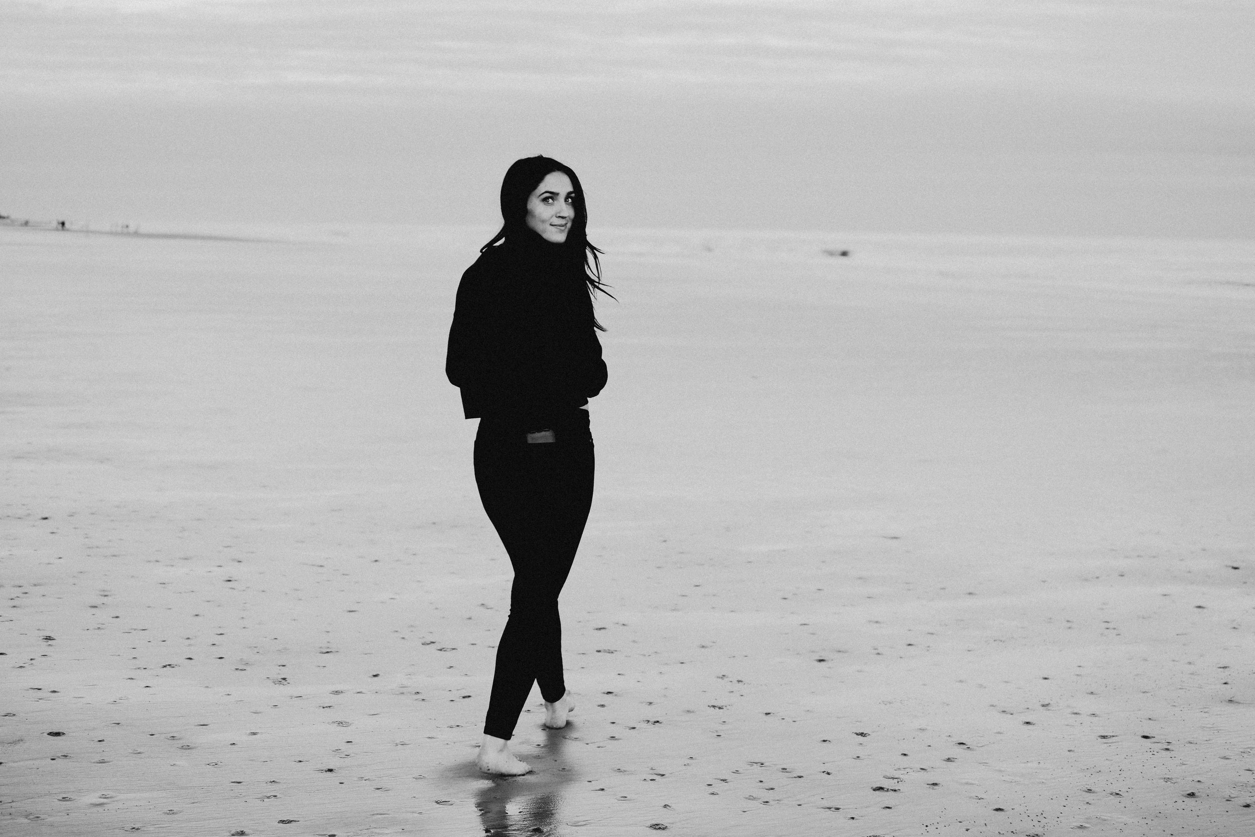 black_and_white_beach.jpg