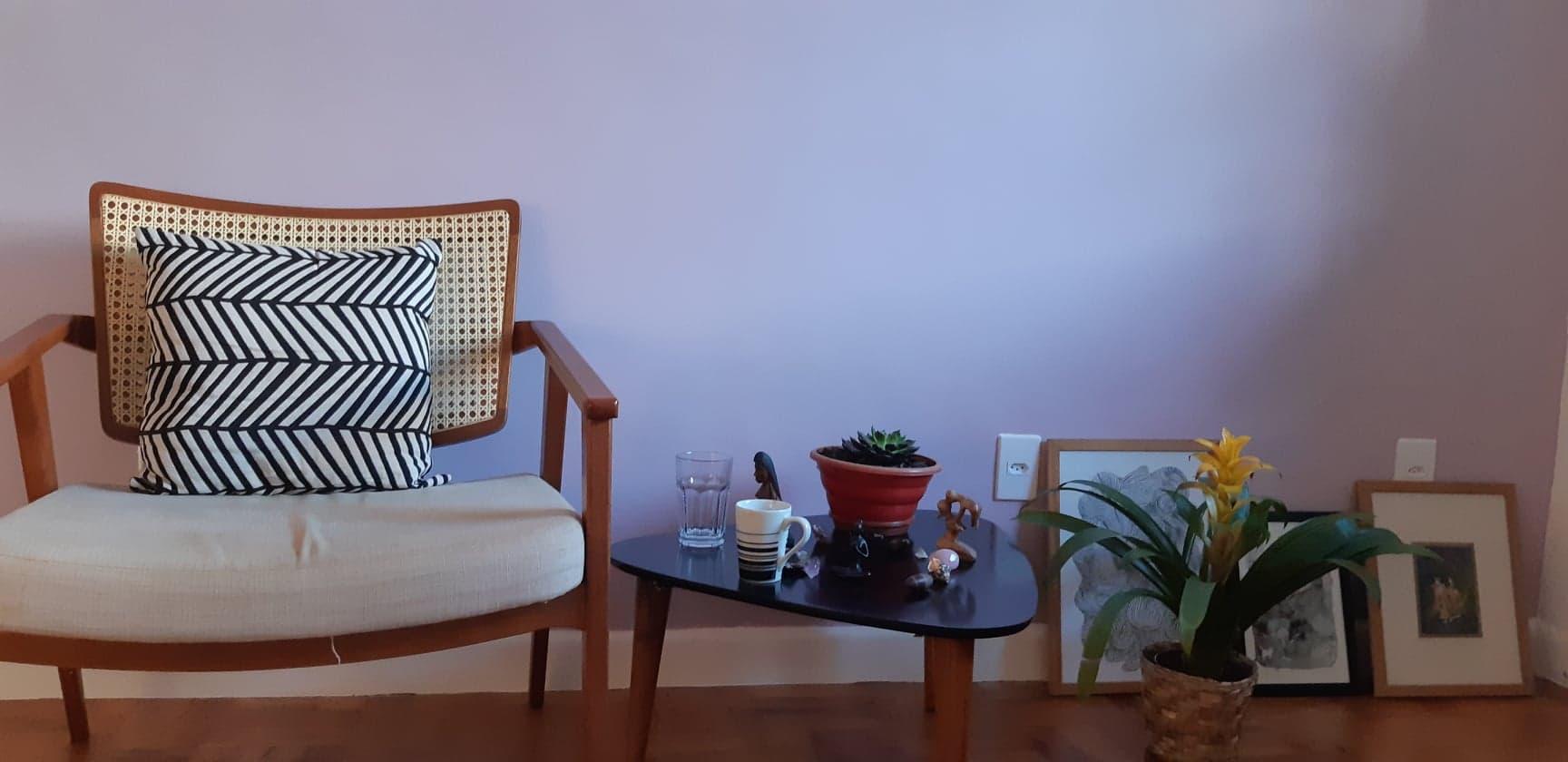 Casinha - Uma vila em Perdizes, composta por casinhas charmosas onde psicoterapeutas e analistas de diversas linhas atendem. Ancorei meus atendimentos individuais em uma dessas casinhas, e preparei uma sala gostosa para te receber.
