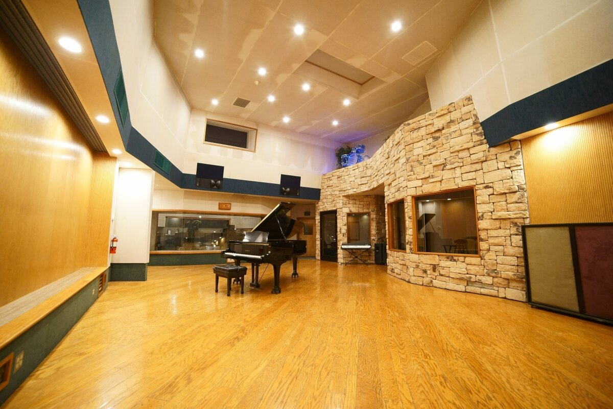 Studio A   Designed by internationally acclaimed studio architect George Augspurger.