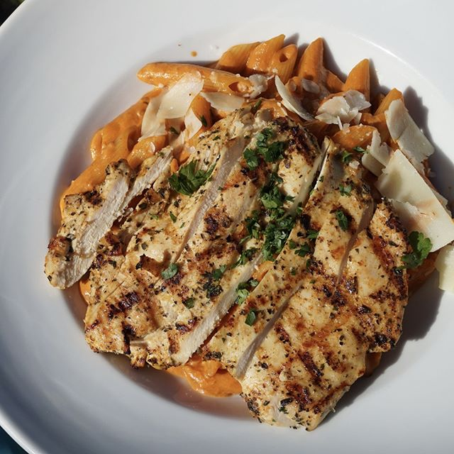 Penne Vodka w. Chicken ✔️ Delicious ✔️ Come hang with us today  Happy Hour is 11:30-3pm & 4:30-6:30  #tequesta #tequestafl #tequestaflorida #tequestalife #jupiter #jupiterfl #jupiterflorida #jupiterlife #familyowned #familyownedbusiness #familyownedandoperated #familyownedrestaurant #familyownedbiz #restaurant #restaurants #foodie #foodstagram #foodgram #foodography #foodoftheday #foodpic #foodpics