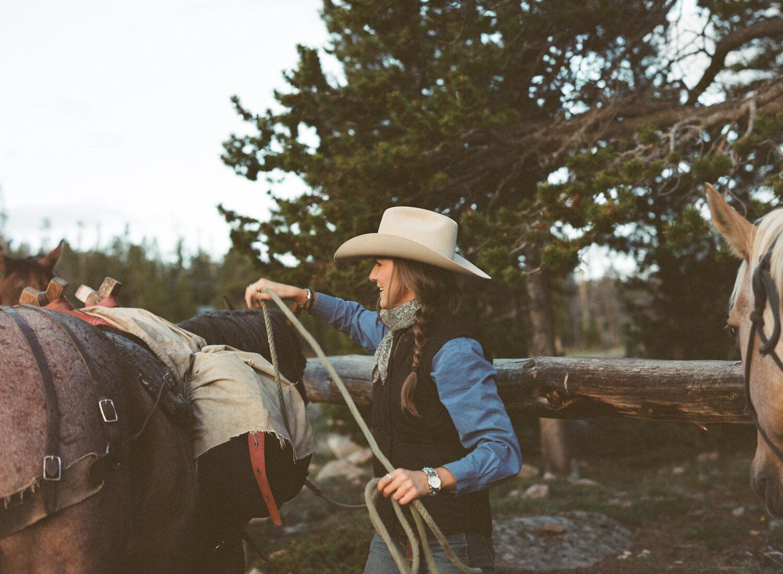 diamond_4_wind_river_mountains_women_in_wyoming_packing_horses.jpg