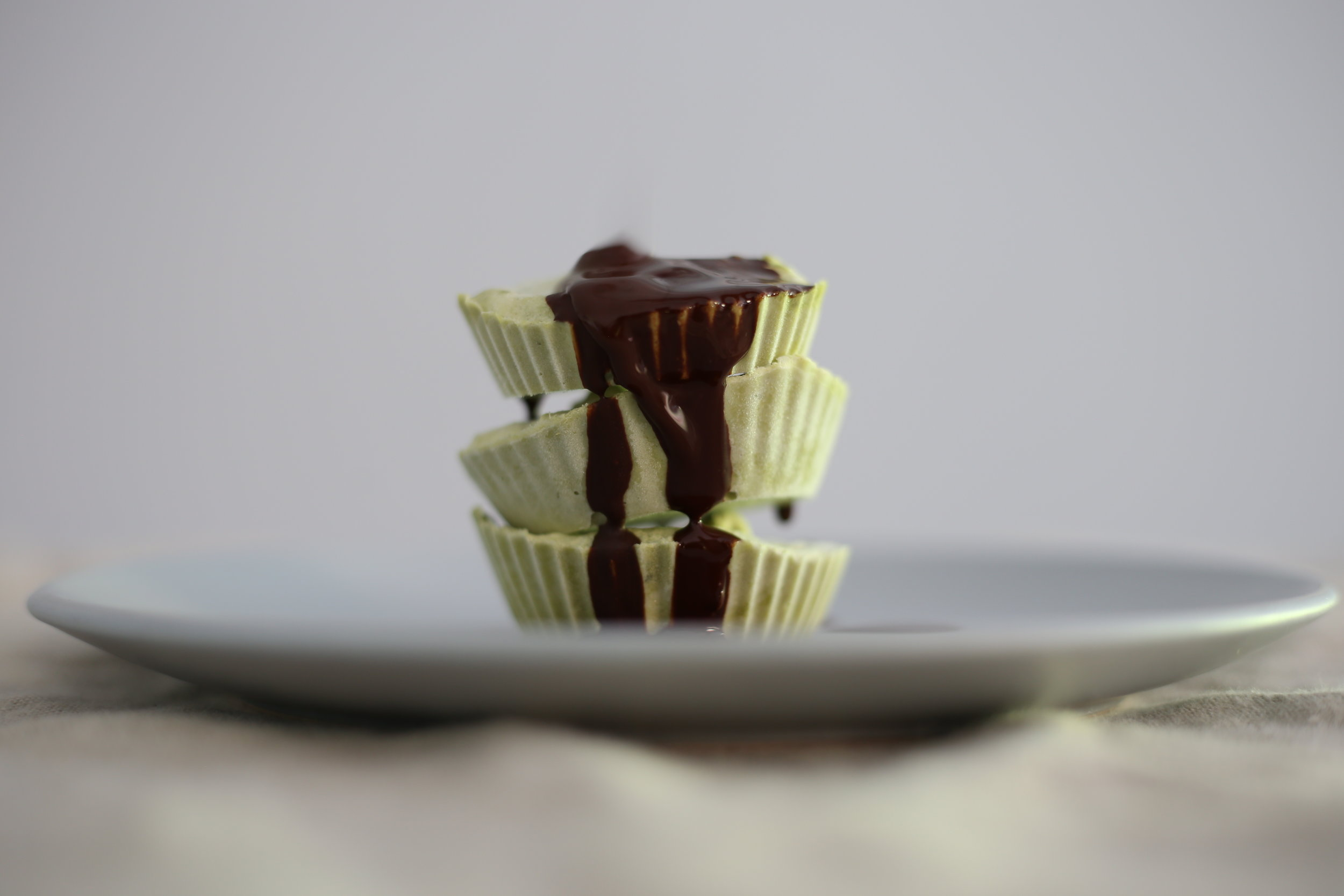 - These cups are a sugar free, vegan friendly and keto approved treat, using minimal ingredients and made simply by combining and freezing - no baking required!
