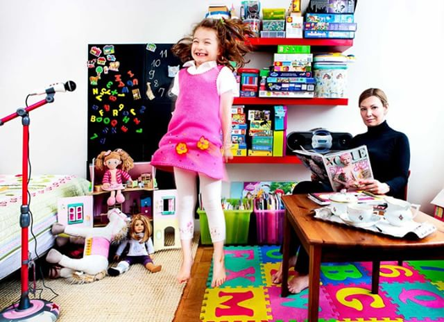 Stay wierd 👾🤘🤩. #beyourself #staywierd #sillystuff #talismanphoto . . . . . #familyportrait #ladygaga #vogue #pinkisperfect  #momlifeisthebestlife #momstyle #ig_motherhood #unitedmomsnetwork #momsrule #momlife #mommytime #motherslove #badassmom #bosslady #mommyhood #kidsportraits #candidchildhood #childhoodunplugged #littleandbrave #best_children_photo #thelifestylecollective #letthekids #pixel_kids #athome #karaoke #kidsroom