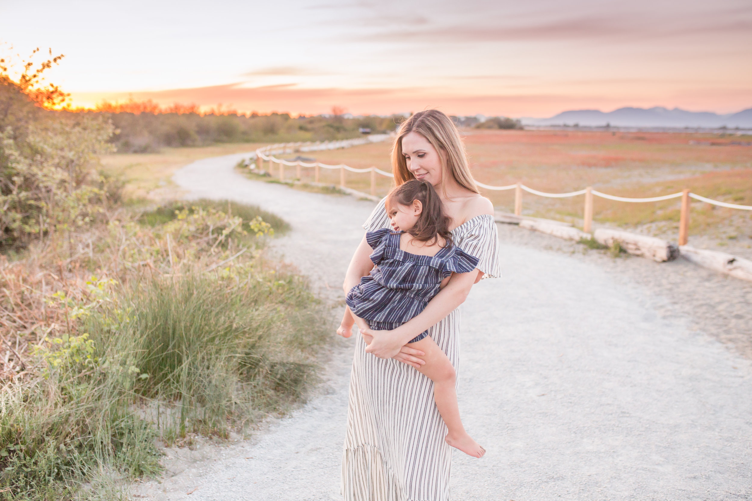 Centennial Beach Motherhood Sessions-1.jpg