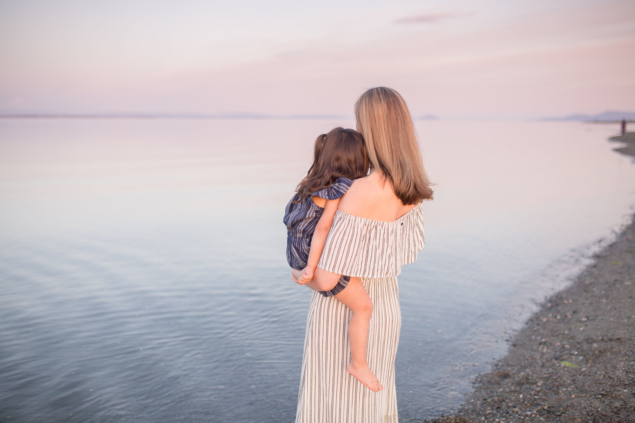 Centennial Beach Motherhood Sessions-9.jpg