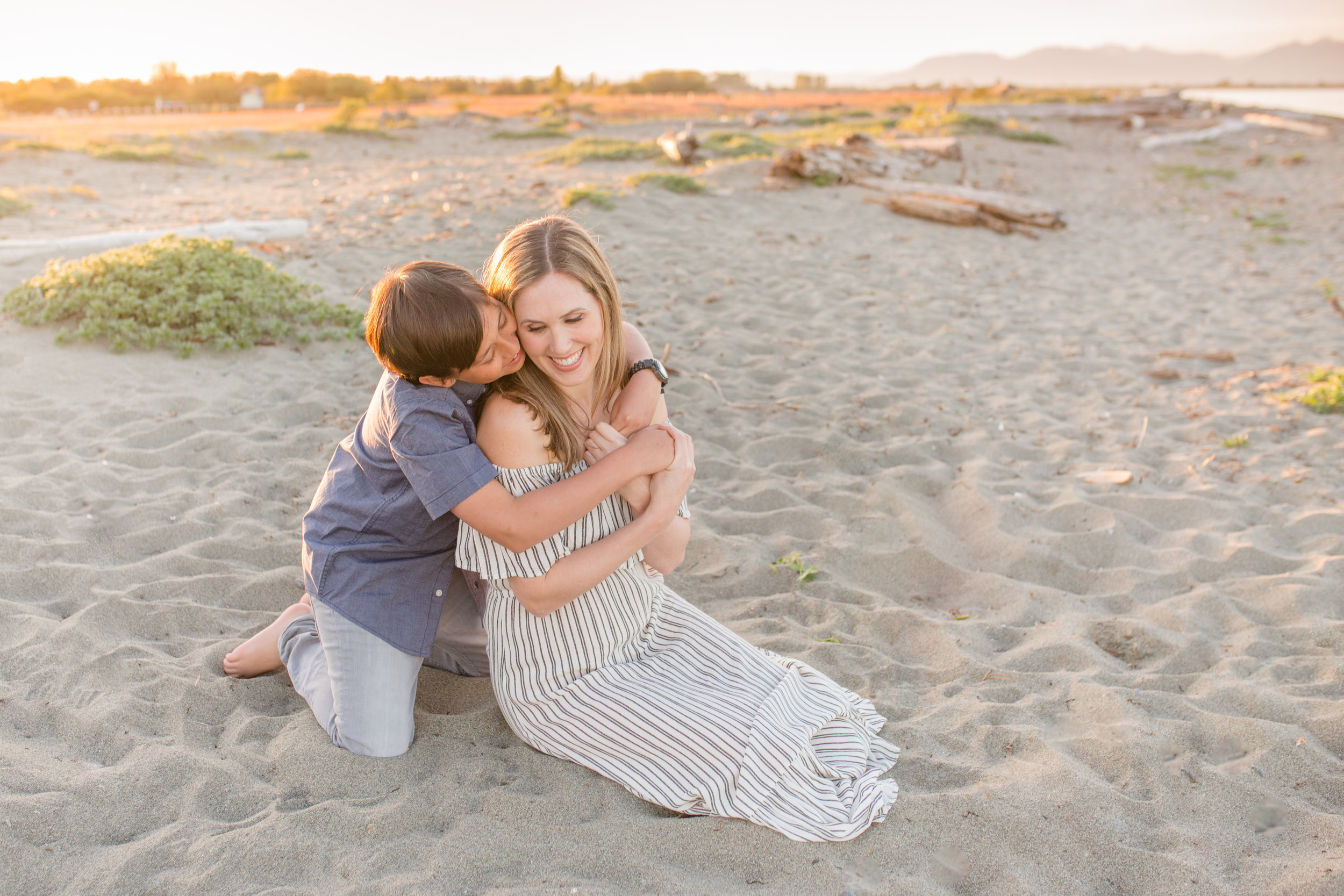 Centennial Beach Motherhood Sessions-18.jpg