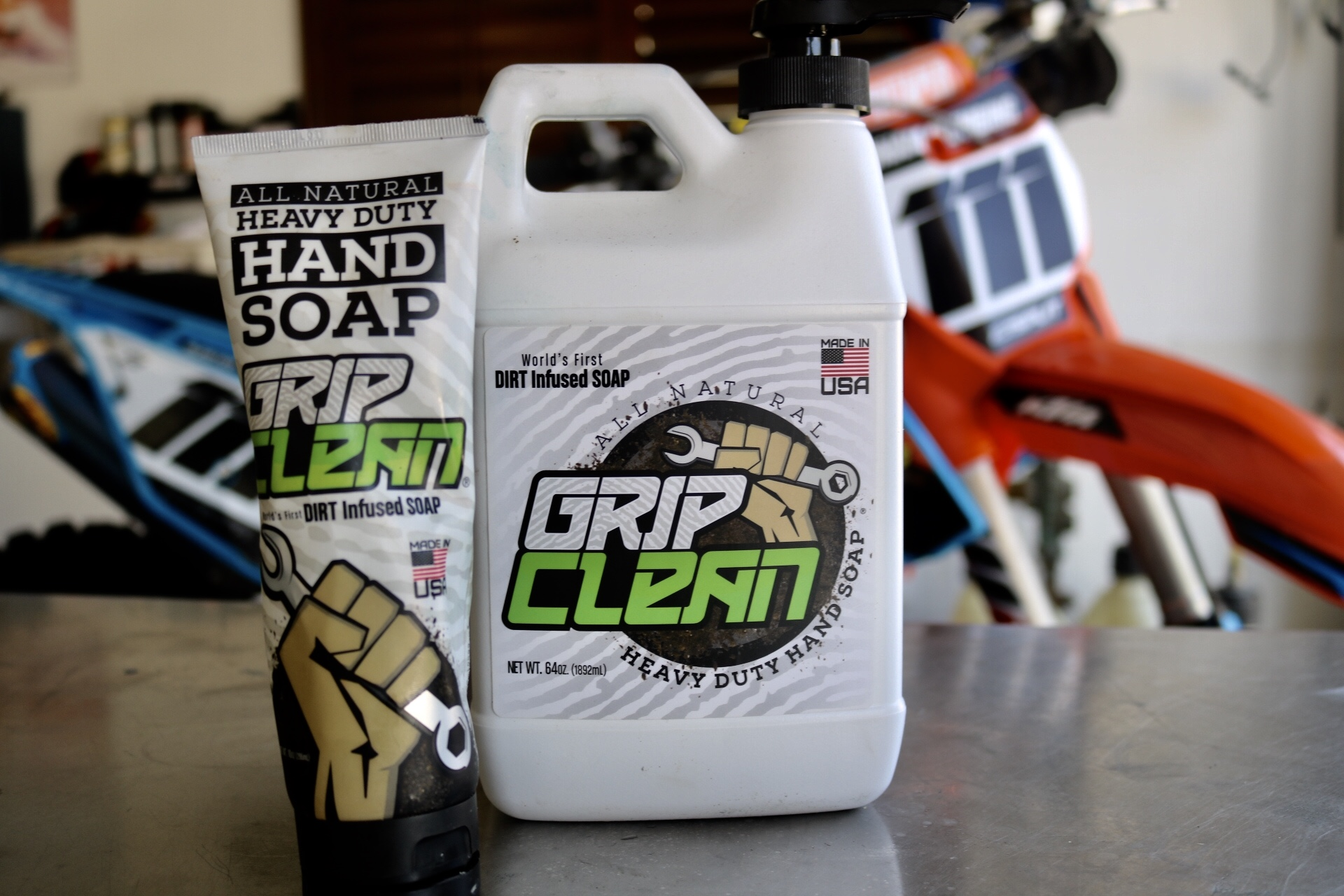 Grip Clean comes in two convient sizs