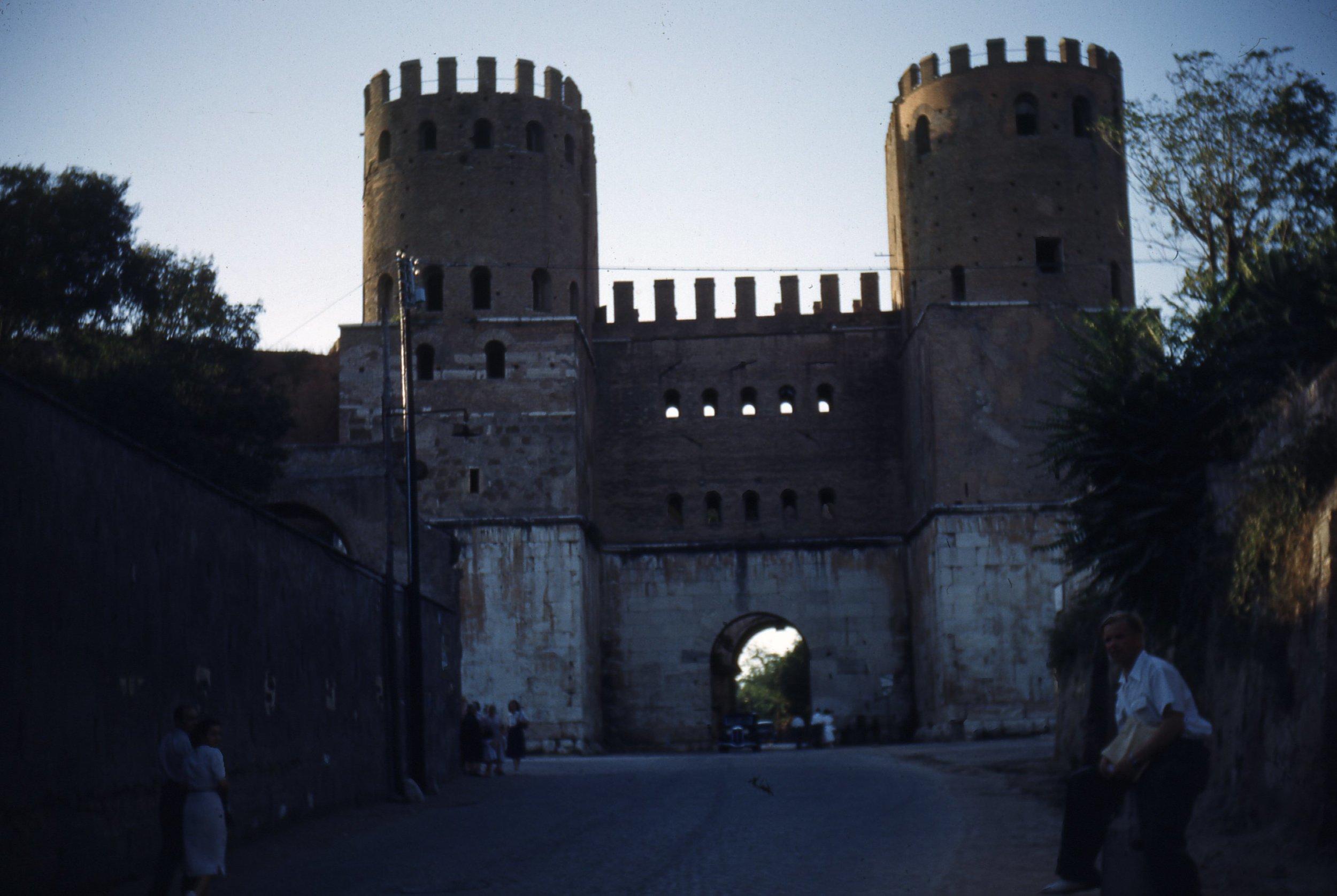 Porta_San_Sebastiano.jpg