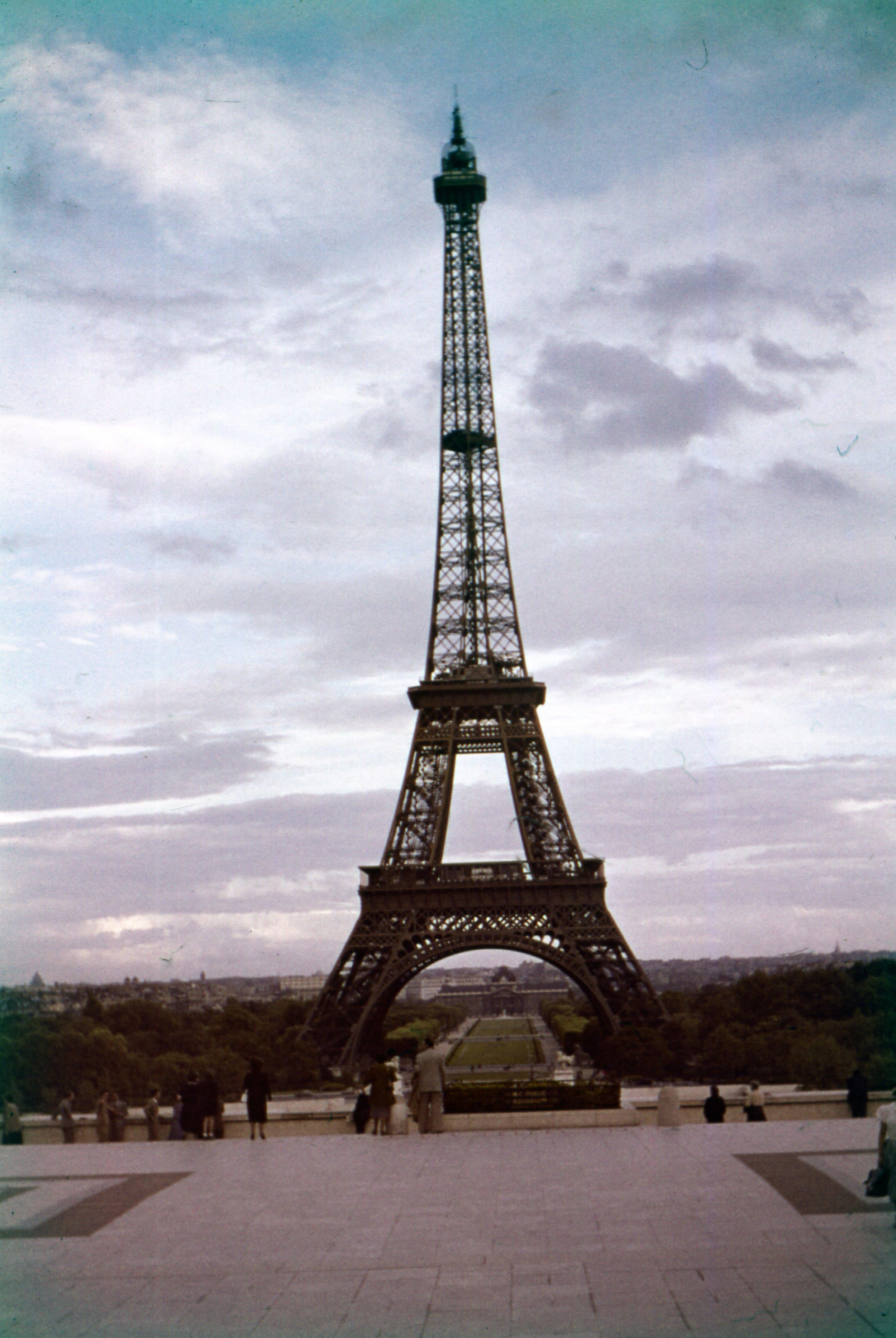 Eiffel_Front.jpg