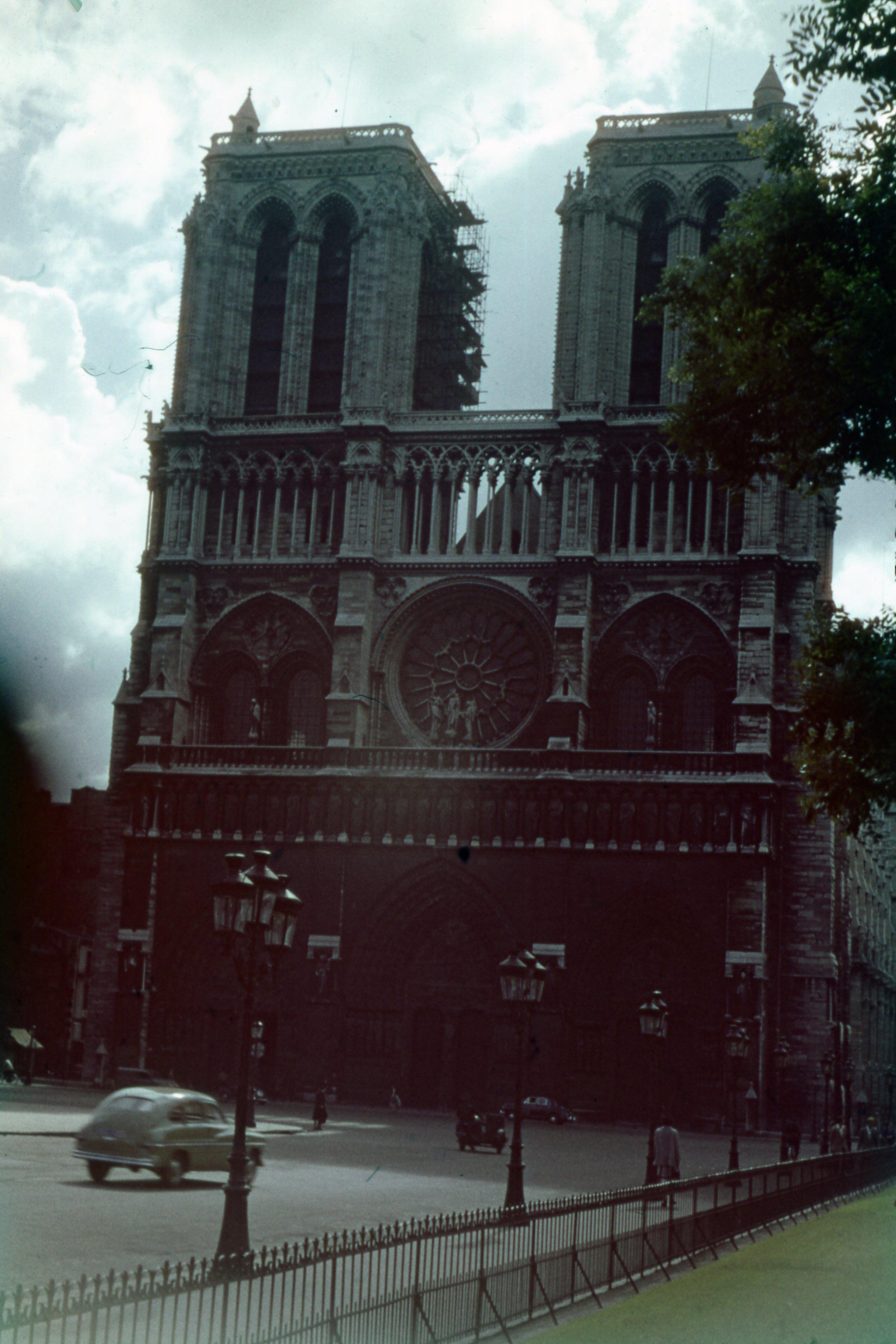 Notre_Dame_Front.jpg