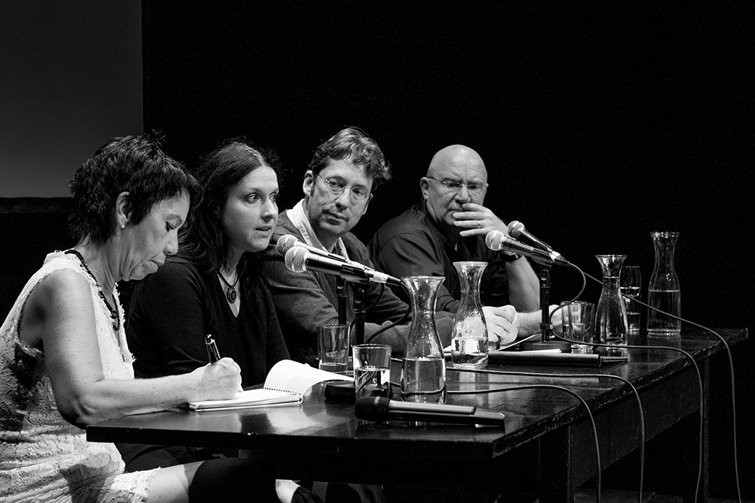 Sarah Blau und Carlo Strenger Moderation: Carsten Hueck Simultanübersetzung: Lilian Astrid Geese  Foto: Erik Weiss