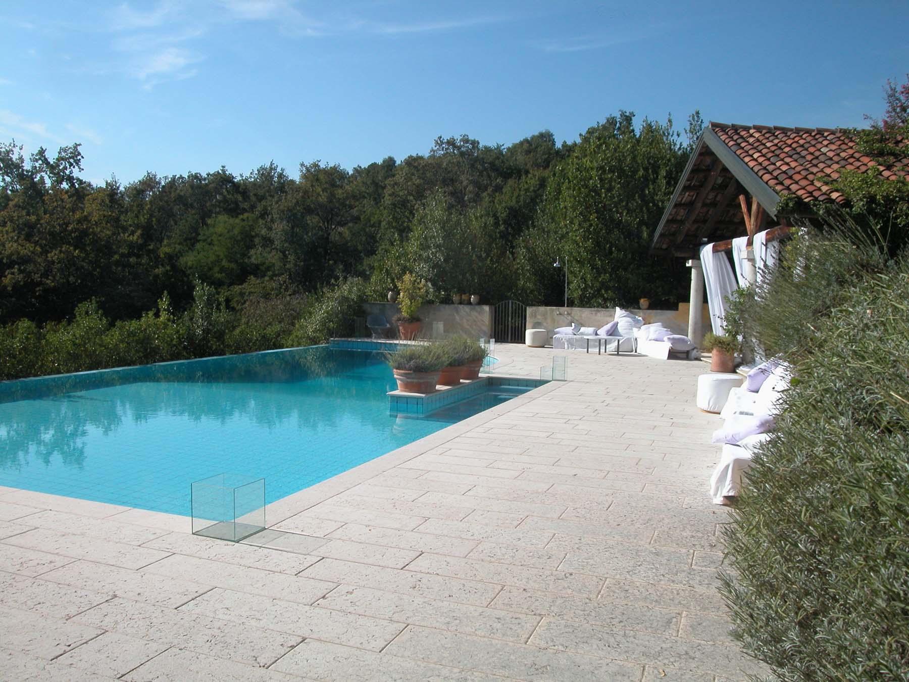 villa avogadro piscina.jpg