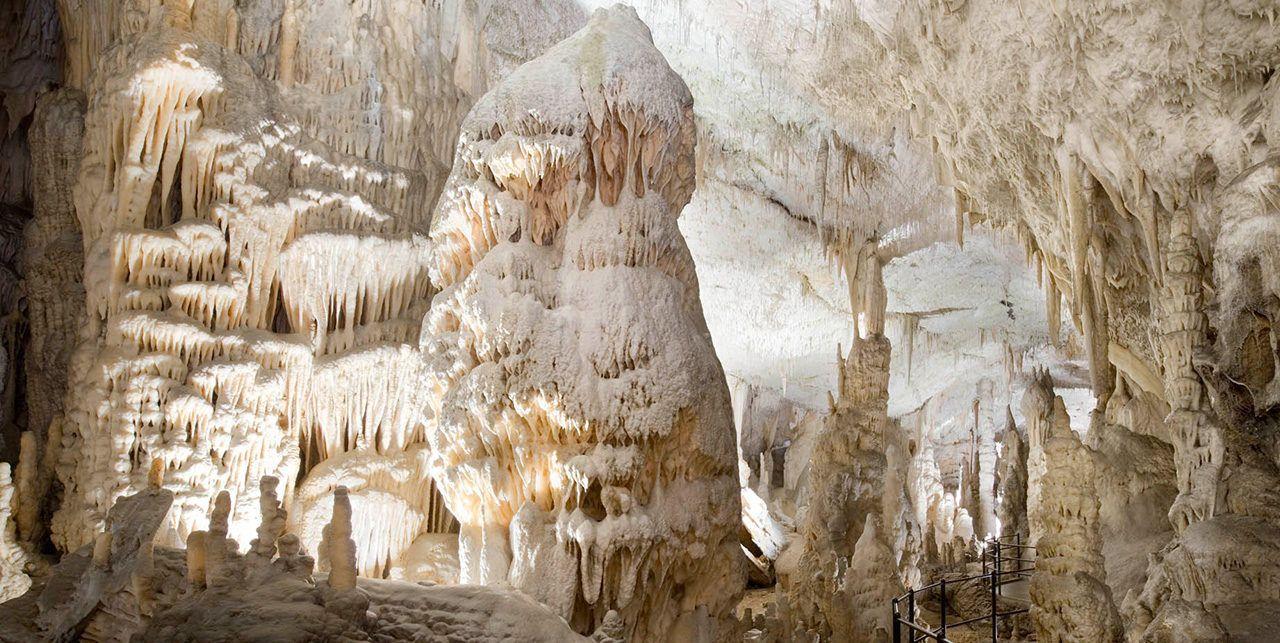 postumja caves