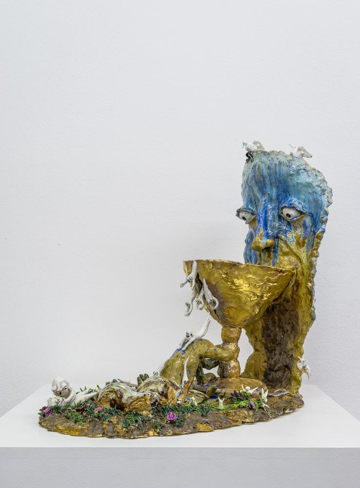 Marlène Mocquet, L'homme pragmatique - 2014 Grès et porcelaine émaillé grand feu et petit feu, émail or et platine, 40 x 65 x 55 cm