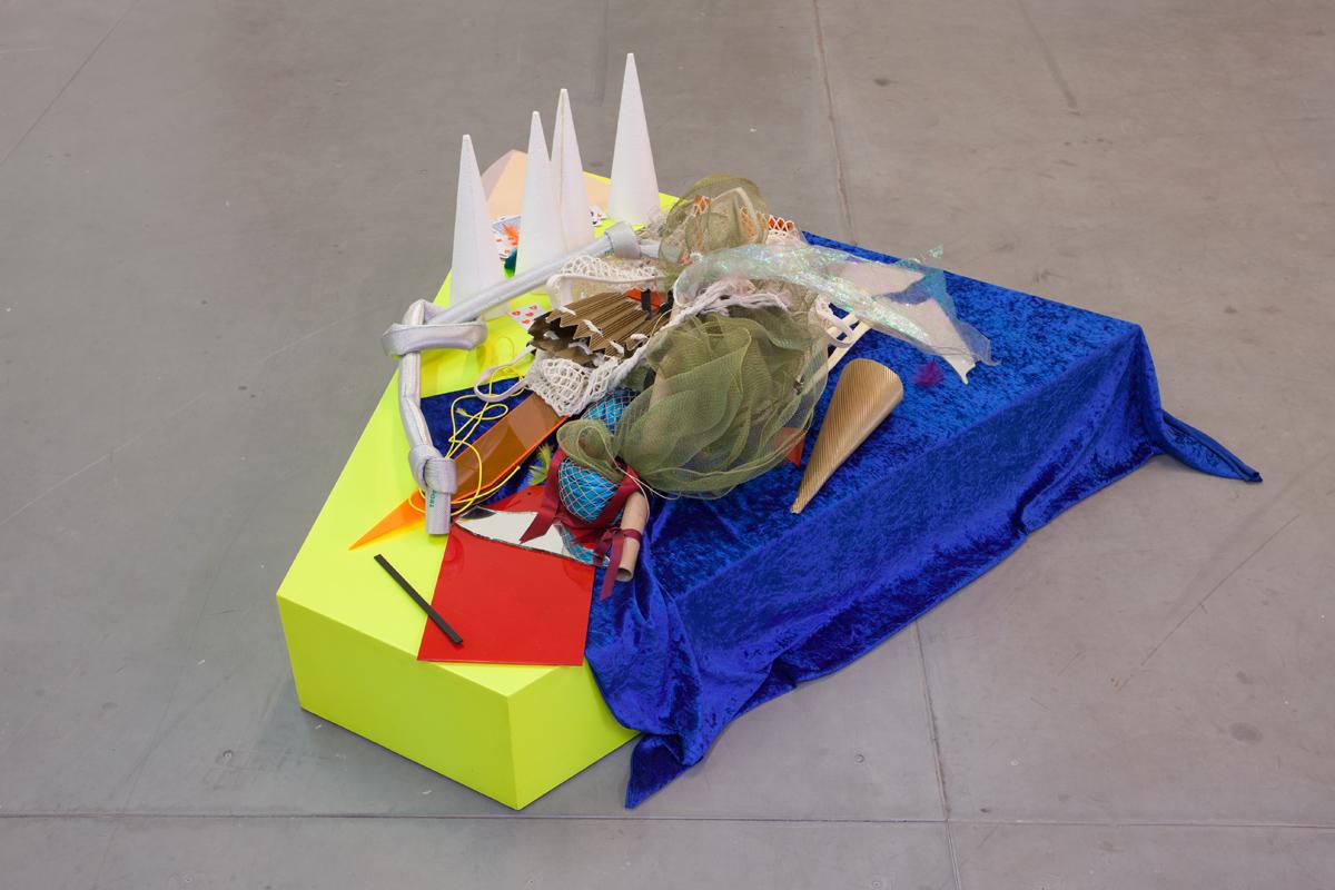 Delphine Coindet,  Extrait du «podium medicis » et matériaux divers,  2012-2017 Matériaux divers 55 x 135 x 175 cm Unique  Courtesy Galerie Laurent Godin, Paris, 2017 (c) Yann Bohac