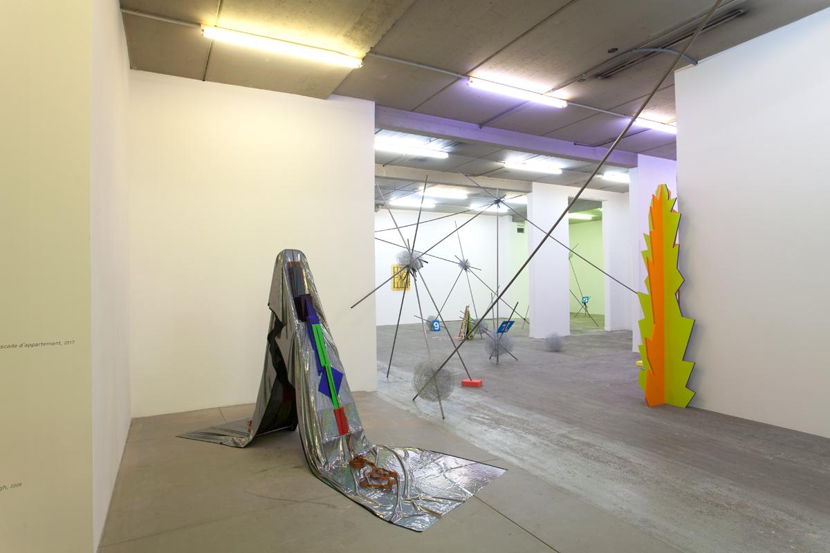 Vue d'exposition : Delphine Coindet,  Attachements   Courtesy Galerie Laurent Godin, Paris, 2017 (c) Yann Bohac