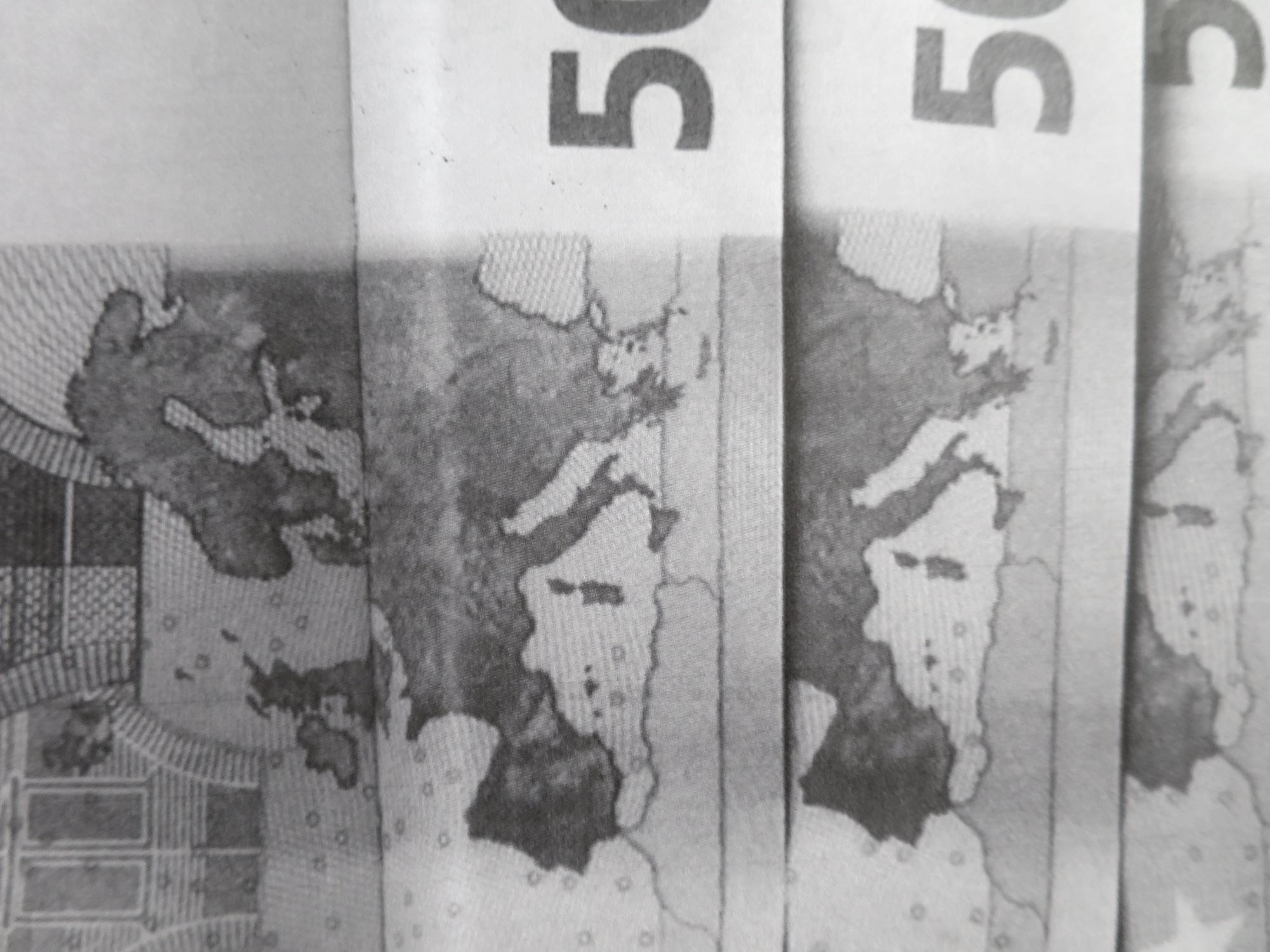 Claude Closky,  Les euros [Euros] ,2003, Paris, M19. Color offset, 80 pages, 20 x 17 cm. Detail, exhibition view 'ILUO,' CDLA, Saint-Yrieix-la-Perche, 2017. Curated by Christian Lebrat, Didier Mathieu
