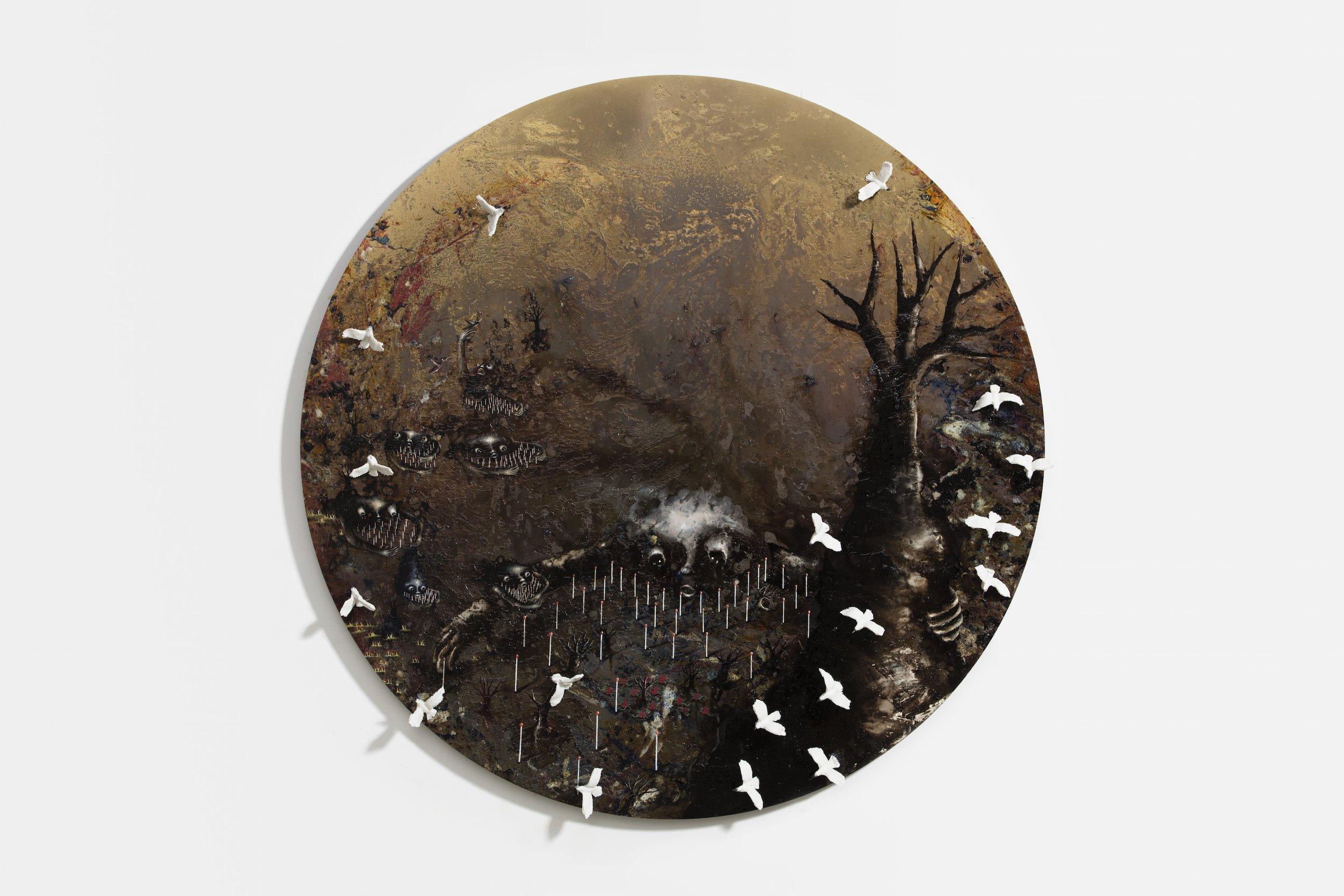 Un long fleuve, 2017,Huile, émail à froid, décalcomanie, goudron, inclusion porcelaine, colle époxy, sur plaque de laiton gravée et patinée, 120 cm diam