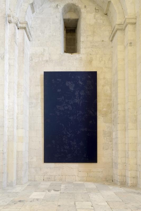Vue d'exposition : L'île de Montmajour de Christian Lacroix, solo show Gérard Traquandi, Abbaye de Montmajour, 2013