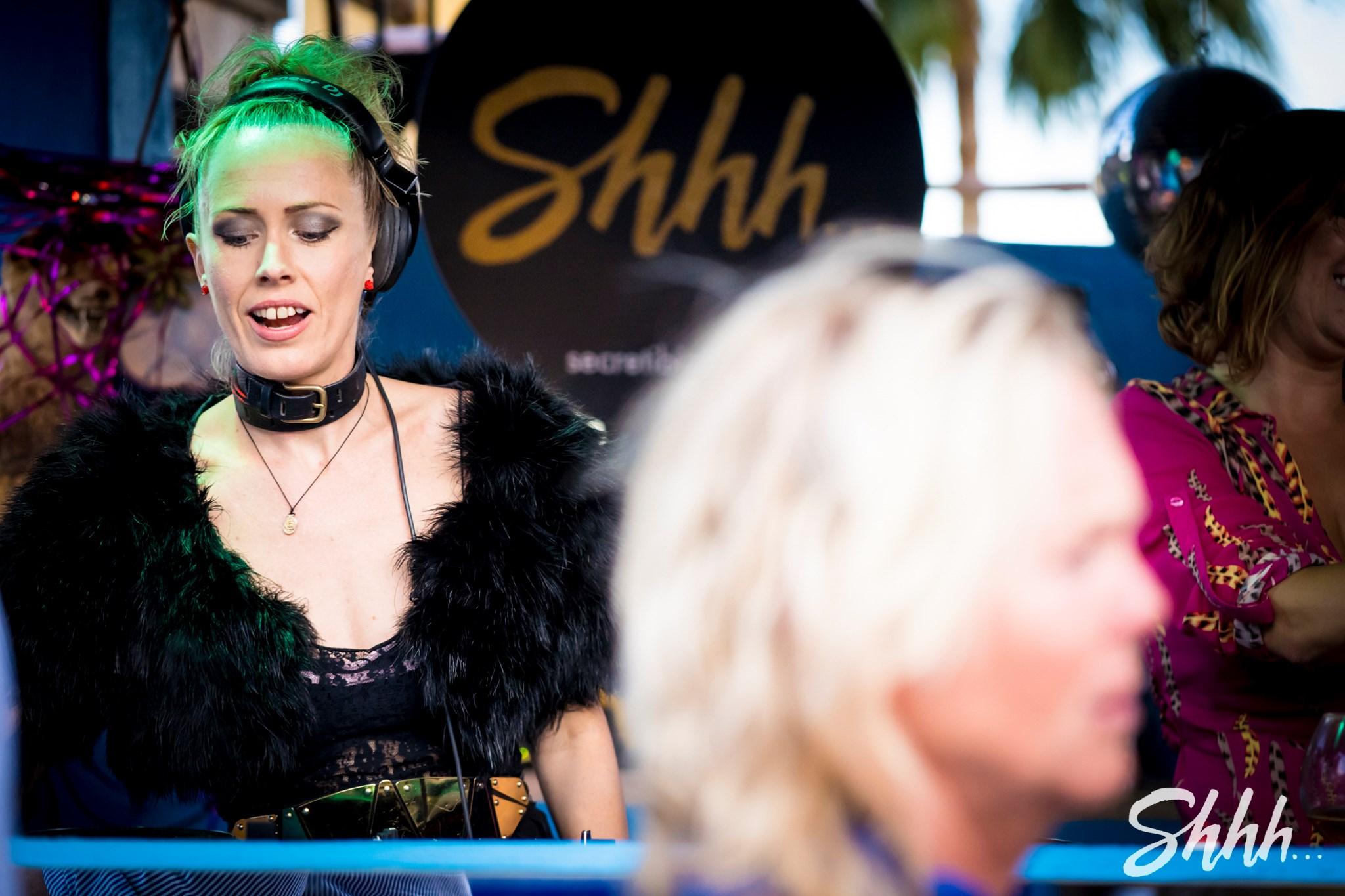 Queen of the decks, Sarah Main