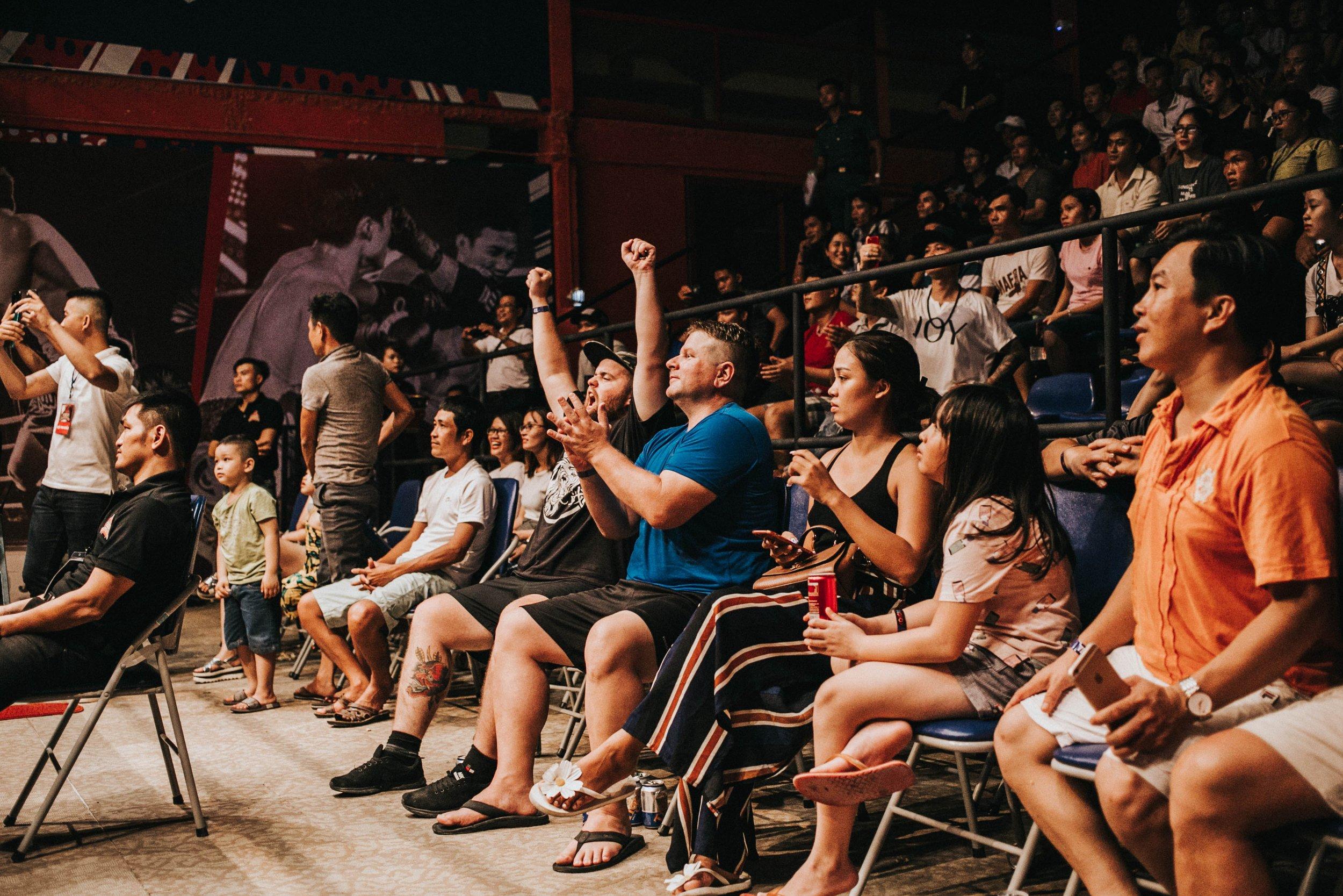 applause-audience-crowd-598626.jpg