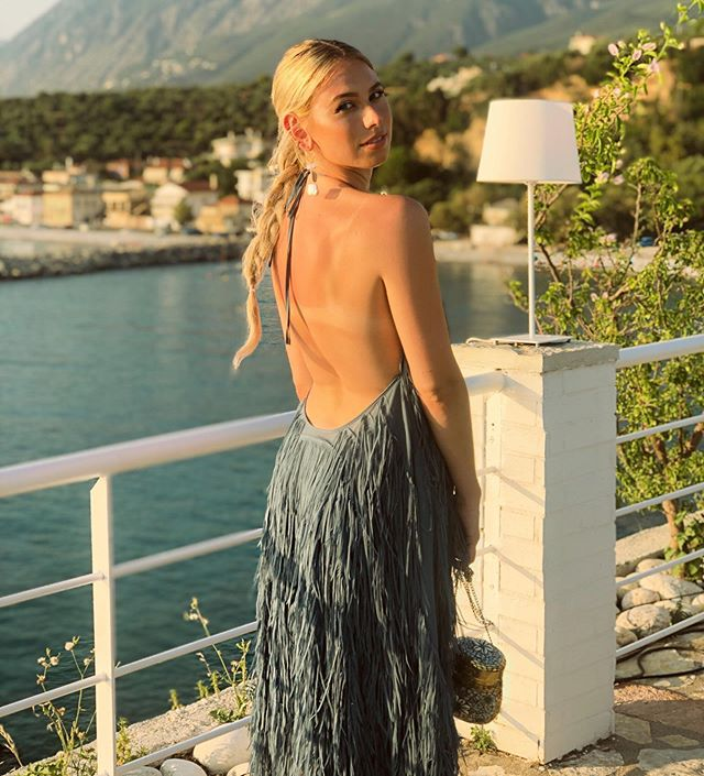 Greece you are magical 🌊 officially back home and super excited for my weddings coming up 🥳💕🙌🏻 #facesbyalex #hairbyalex #ootd