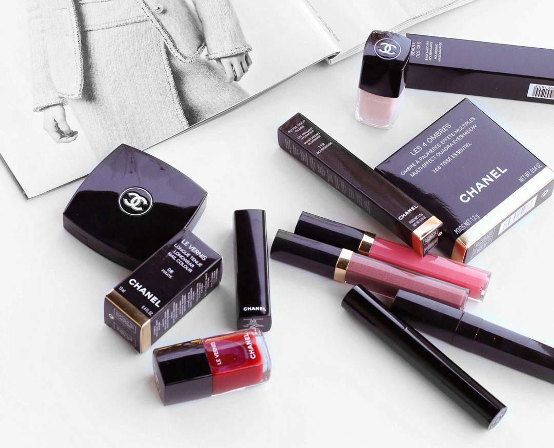 chanel-makeup-lipgloss-eyeshadow-flatlay-rouge-allurelipstick-coco-gloss-1.jpg