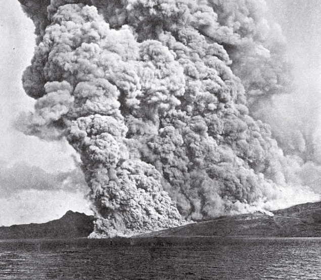 Documentation of volcano Mount Pelée erupting on Martinique in 1902.