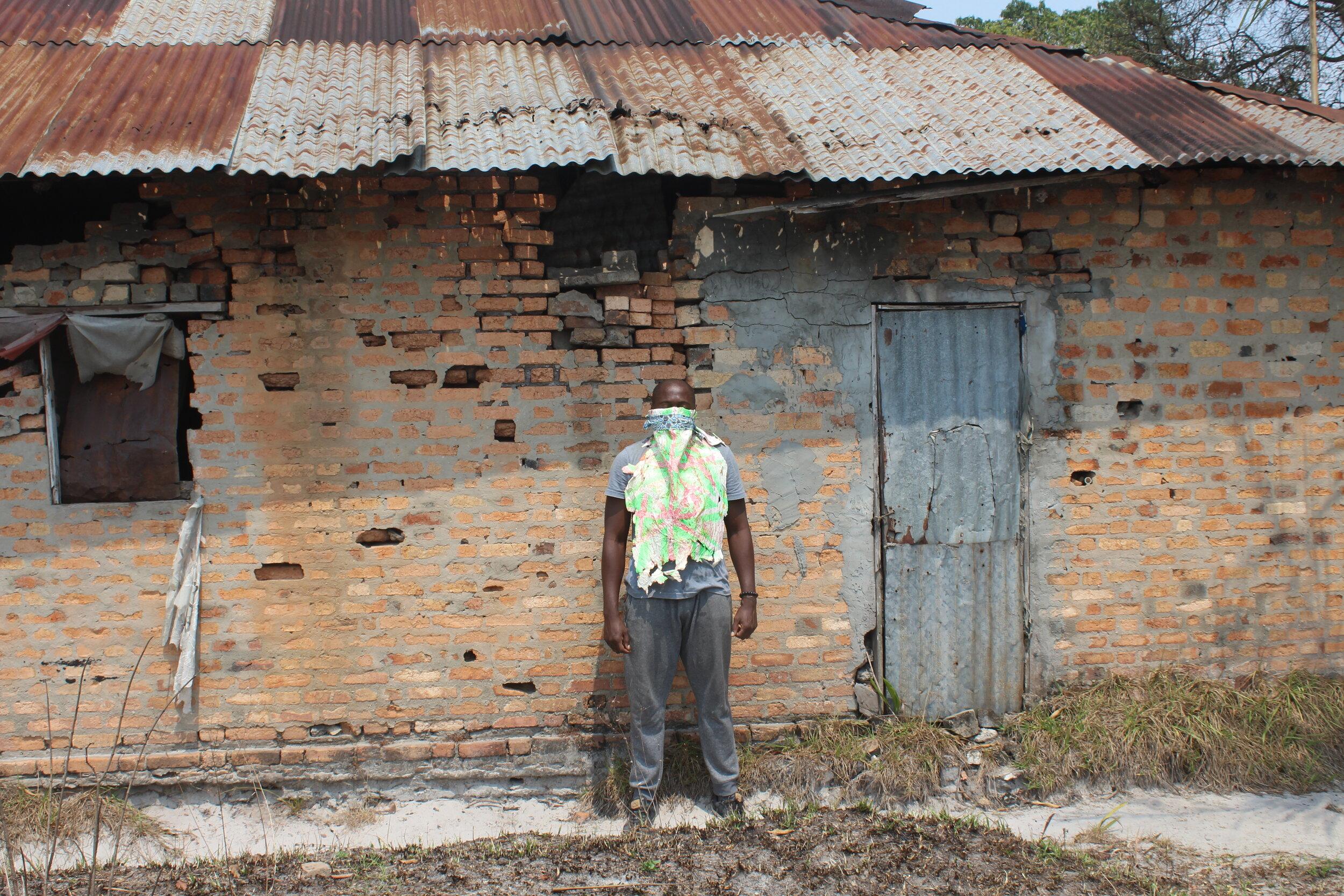 Gil_Ngole_Nomadic_Graffiti_Installation_View_variable_size_11_09_2019_Loumou_Congo (5).jpg