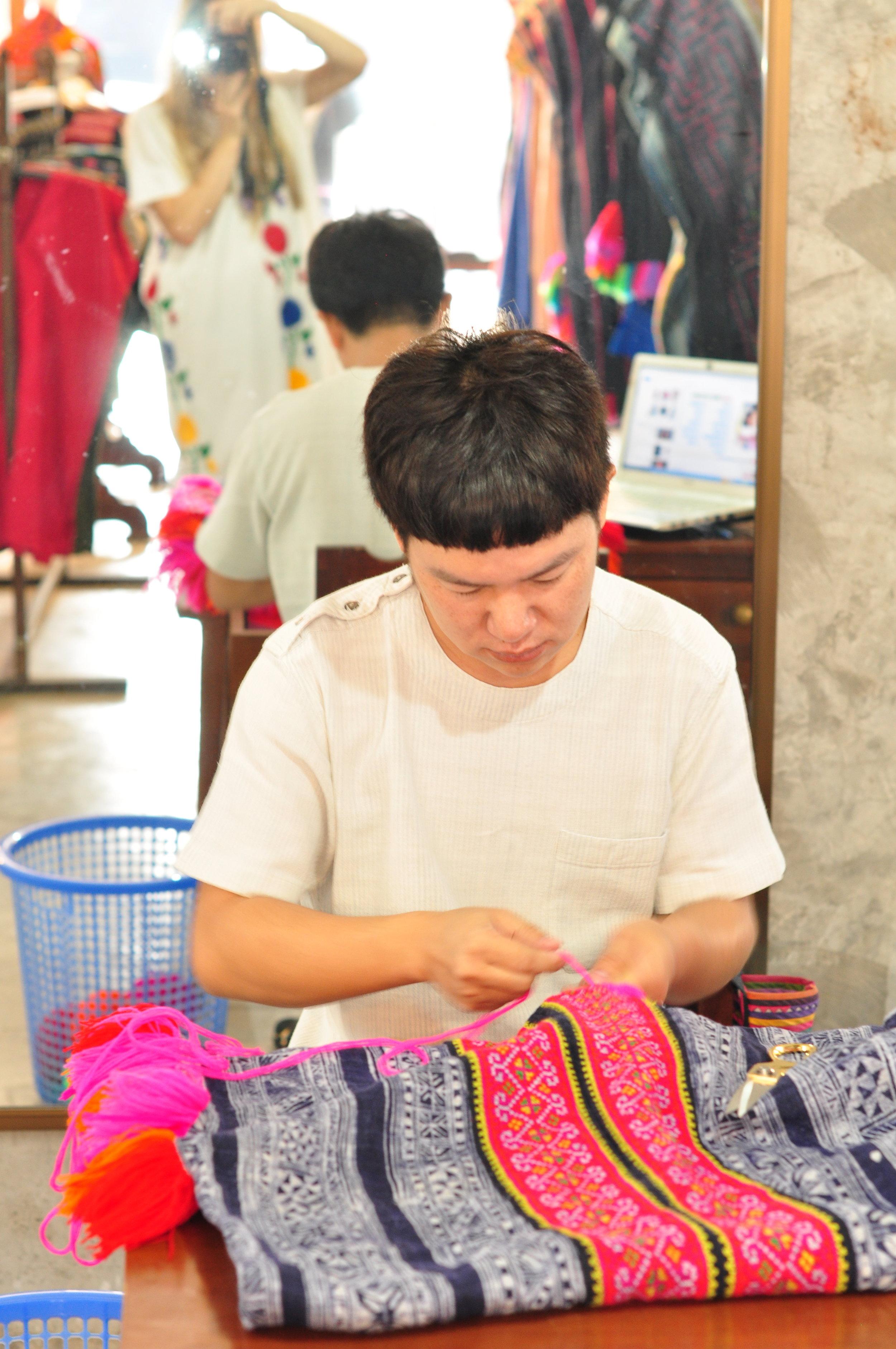 Hmong Fashion.JPG