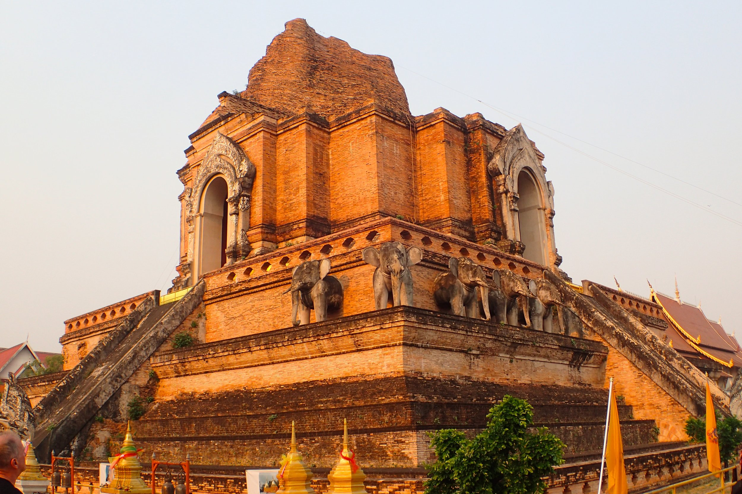 sunset at wat chedi luang.JPG