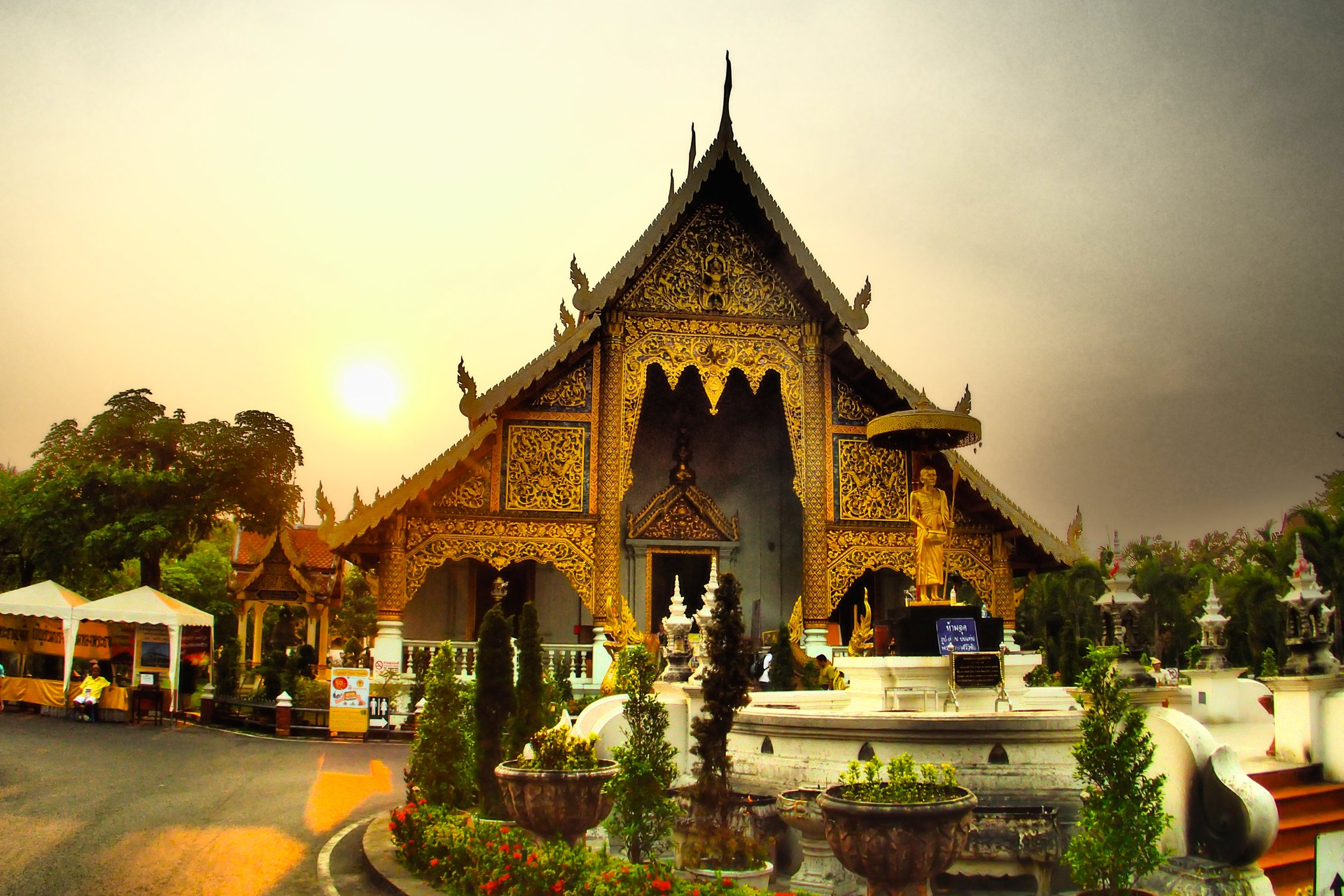 Wat Chedi Luang in Chiang Mai at Sunset.