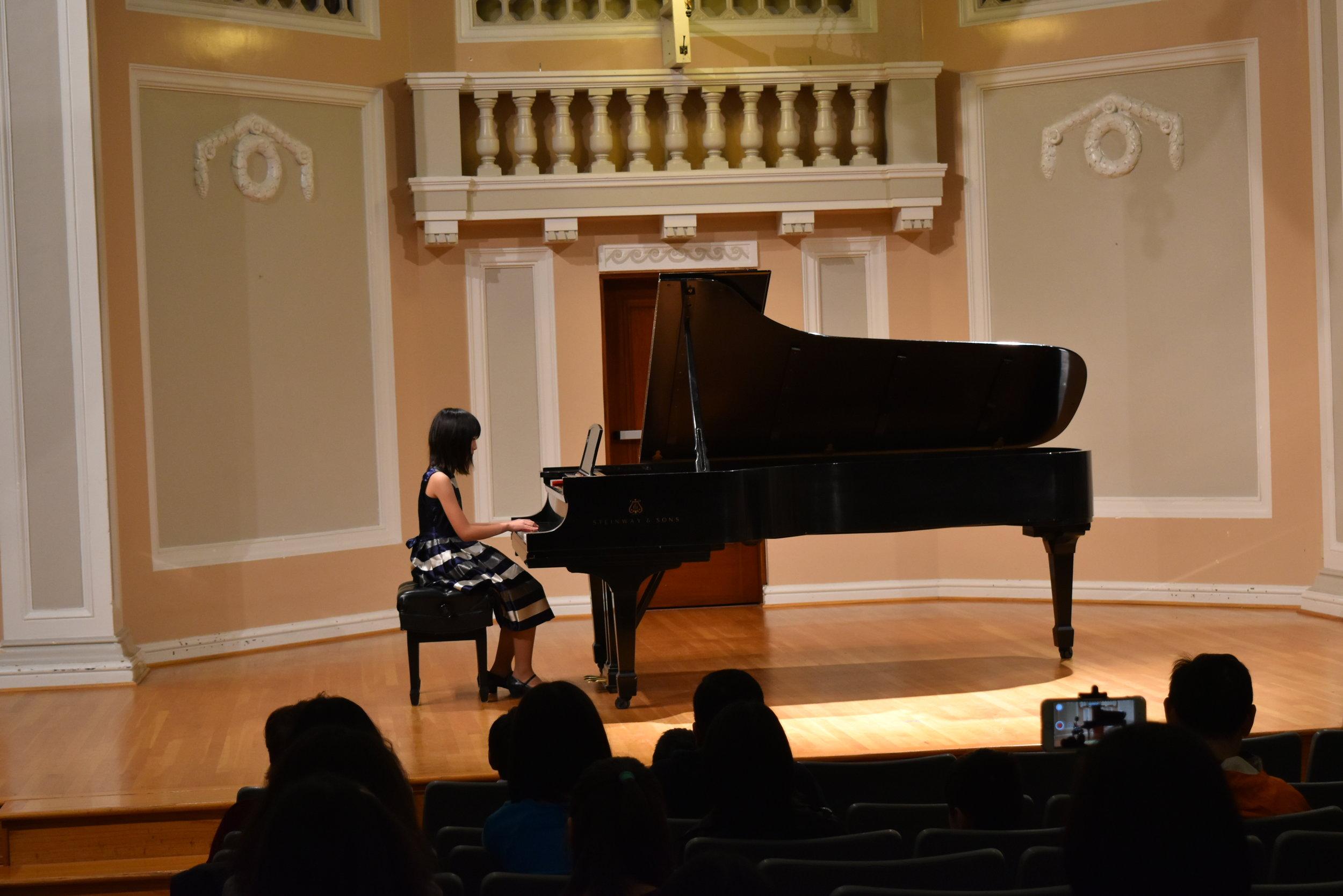 Piano 4-1.JPG