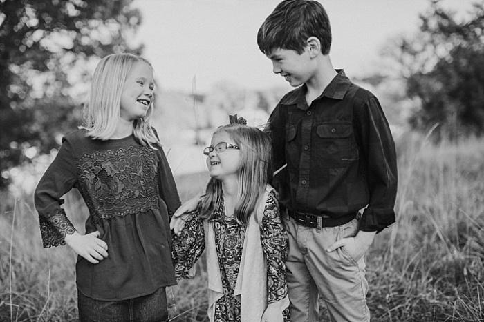 SarahSidwellPhotography_familysessioninthefallintennesseenashvillephotography_Nashvilleweddingphotographer_1739.jpg