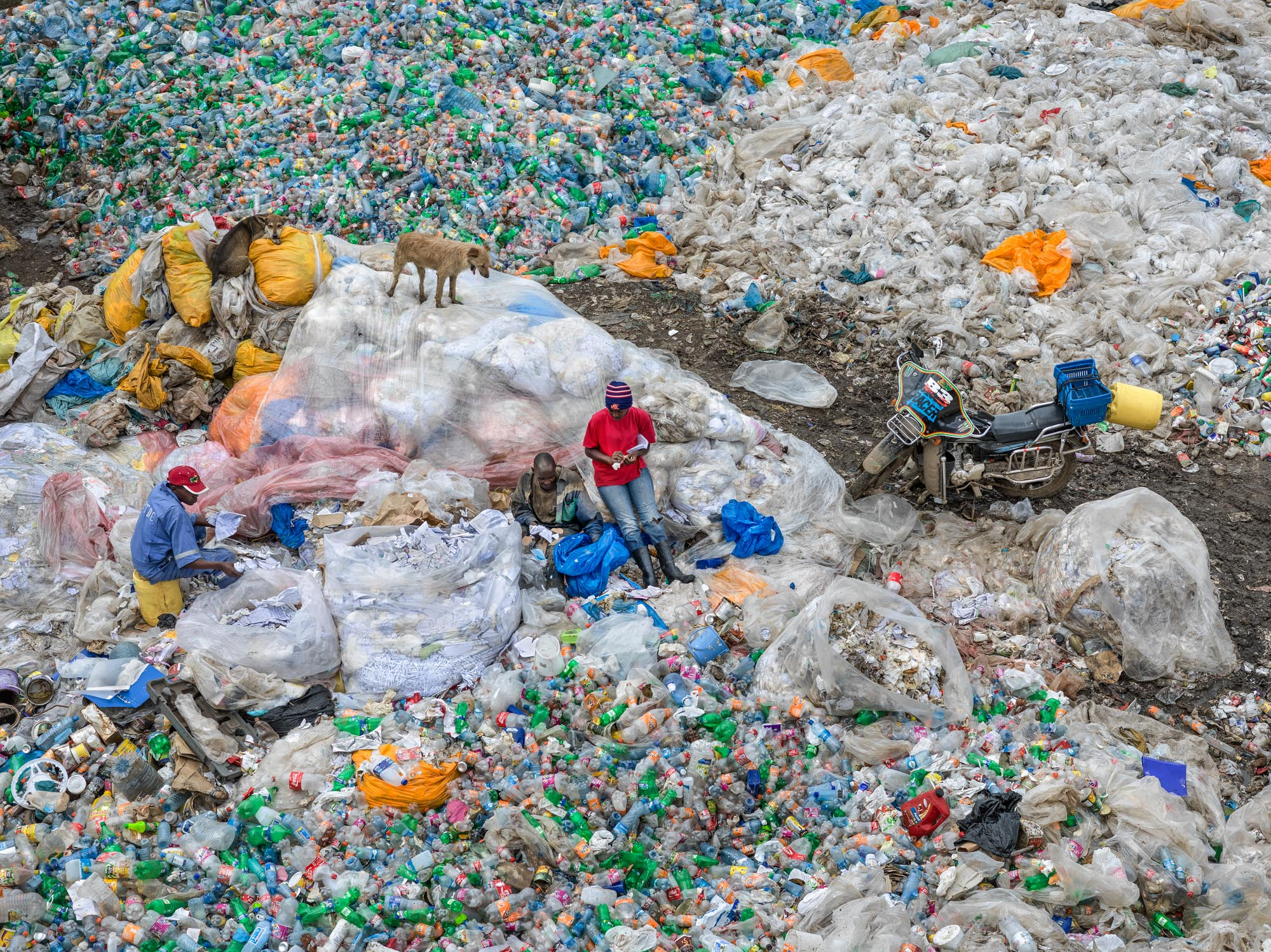 Dandora Landfill #3, Plastics Recycling, Nairobi, Kenya 2016 © Edward Burtynsky, courtesy Flowers Gallery, London / Howard Greenberg and Bryce Wolkowitz Galleries, New York