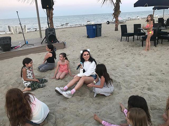 Hey hey hey! We loved these little cuties 🌸💓 #beach #beinspired #inspired #girlband #girlgroup #girlpower #girlambition #singers #singoursong #droppingbombshells