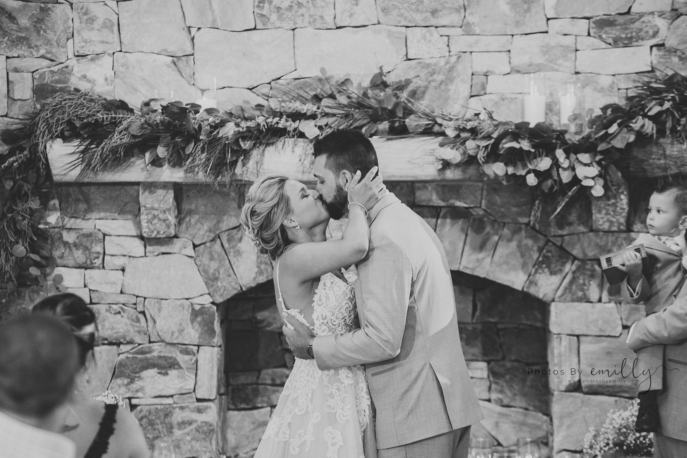 Photos by Emilly - LONG Wedding (16).jpg