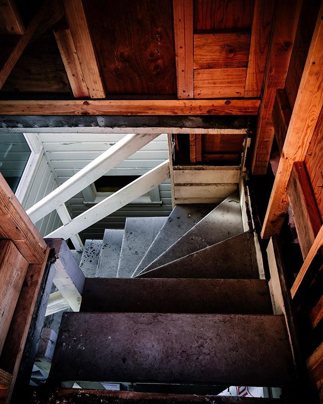 What's at the top of these old stairs? ⇋⇋⇋⇋⇋⇋⇋⇋⇋⇋⇋⇋⇋⇋⇋⇋⇋⇋⇋⇋⇋⇋⇋⇋⇋⇋⇋ #topofthestairs #jobsiteviews #construction_site #contractorsofinsta #stairwell #remodeling
