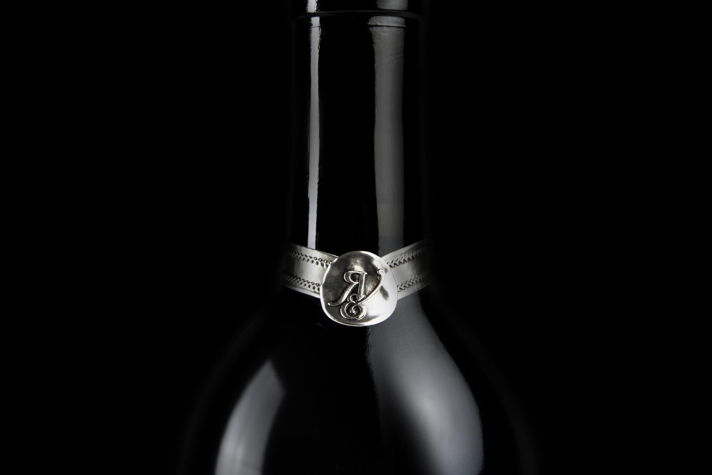 bohan | CPG | Silver logo wine neck labels