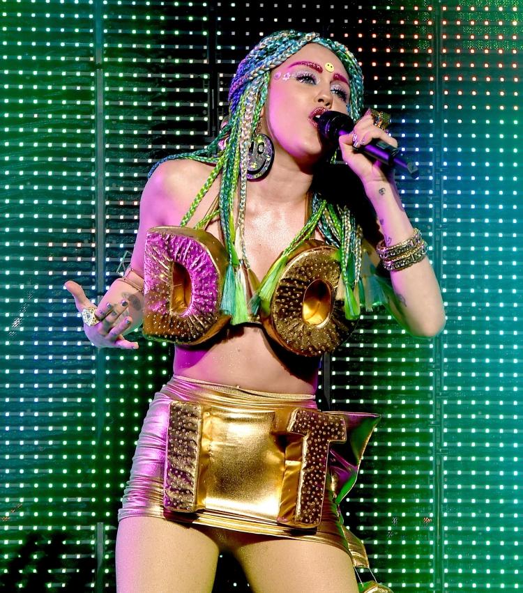 MIley-Cyrus-December.jpg