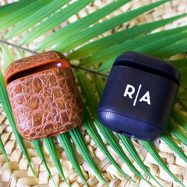 Hey everyone! I've got an awesome FATHER'S DAY gift idea for you! @cairpodsnewyork specializes in making genuine leather covers for AirPod Cases and they can personalize it any way you want. The options for monogramming are so extensive! I got the black one for my dad monogrammed with his initials with this minimalist design. The cover fits the AirPod case like a glove and is insanely secure. It makes for such a great Father's Day Gift (and for under $25!) so if you haven't done your shopping yet I highly suggest you get in an order with @cairpodsnewyork now! They also offer some other airpods accessories which I shared photos of here in this post. Also sharing a full review on STORIES for you guys! To shop these cases via the link in my bio 👉🏽@besttrendsforlife