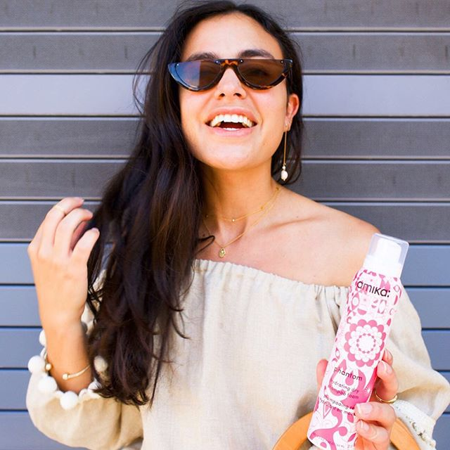 """""""You're never fully dressed without a smile"""" -Annie 👈🏽 This is my all time favorite quote! 🤗 // P.S. Ever need to get just one extra day out of your straightened hair before washing it? 💁🏽♀️ That's where dry shampoo comes in handy! This Phantom dry shampoo which Amika gifted me, works wonders. It comes out as a foam and then gets massages into the hair until dry. The best part is.. it keeps your hair/scalp moisturized while making it look less greasy! If your a women on the go with a sensitive scalp I highly suggest you check out the @amika collection which can be found at any @sephora store! #amika #trendingatsephora #octolyfamily"""