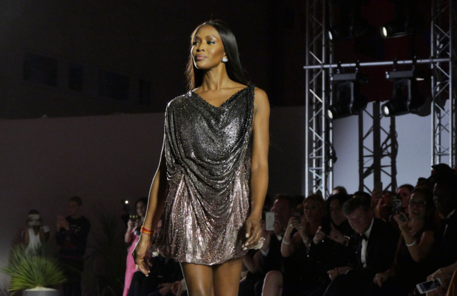 Naomi Campbell on the catwalk in Cannes / Photo: Stephane Feugere / WWD