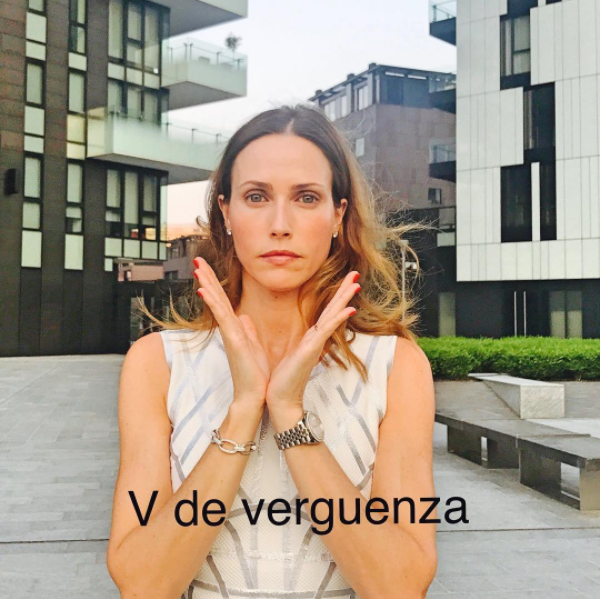 Model Laura Cisneros's post for the V de Verguenza campaign / Photo: @lauracisnerospersonal