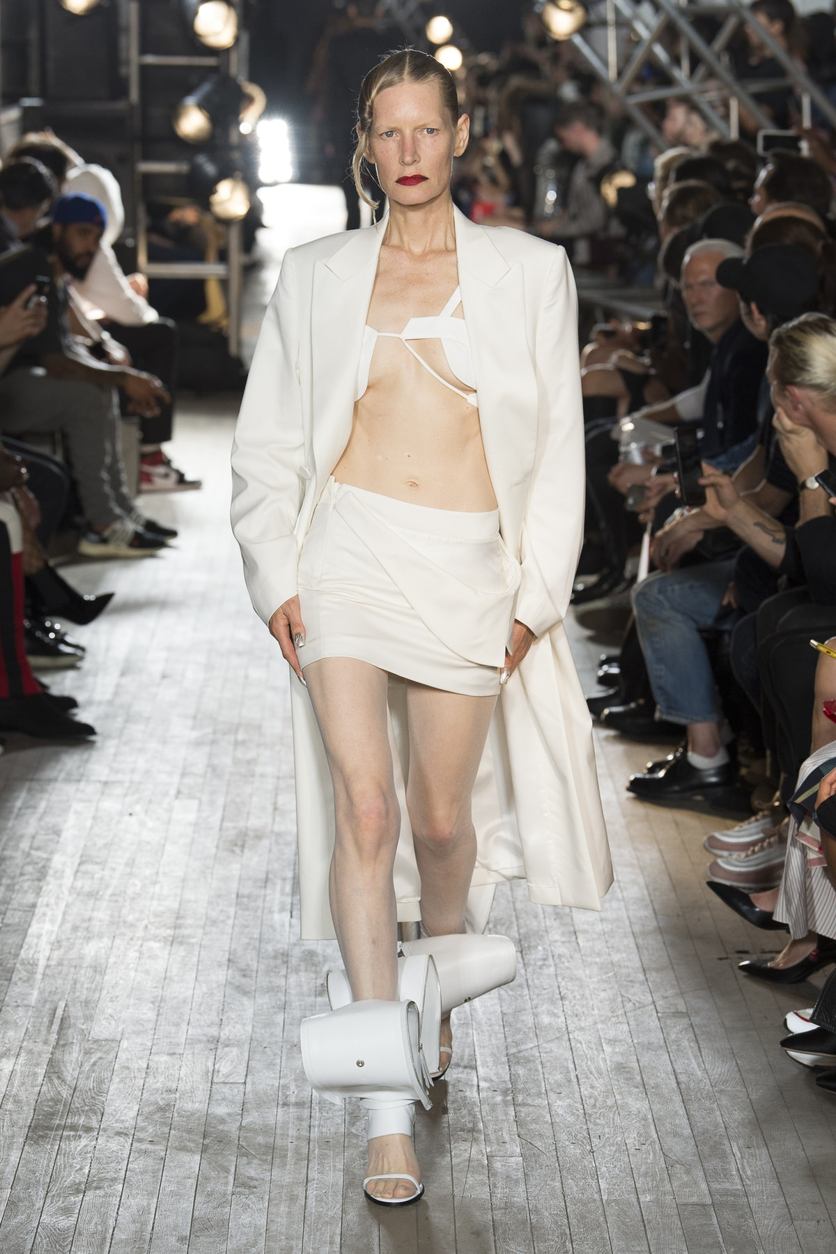 Kirsten Owen, a model favorite from the original Lang era, in signature tailoring on the SS18 runway / Photo: businessoffashion.com