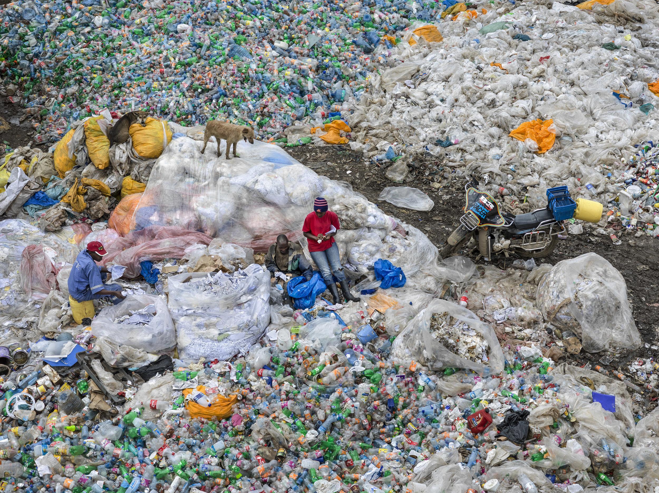 Dandora Landfill #3, Plastics Recycling, Nairobi, Kenya 2016 / Photo: © Edward Burtynsky/courtesy Howard Greenberg and Bryce Wolkowitz Gallery, New York/Nicholas Metivier Gallery, Toronto.