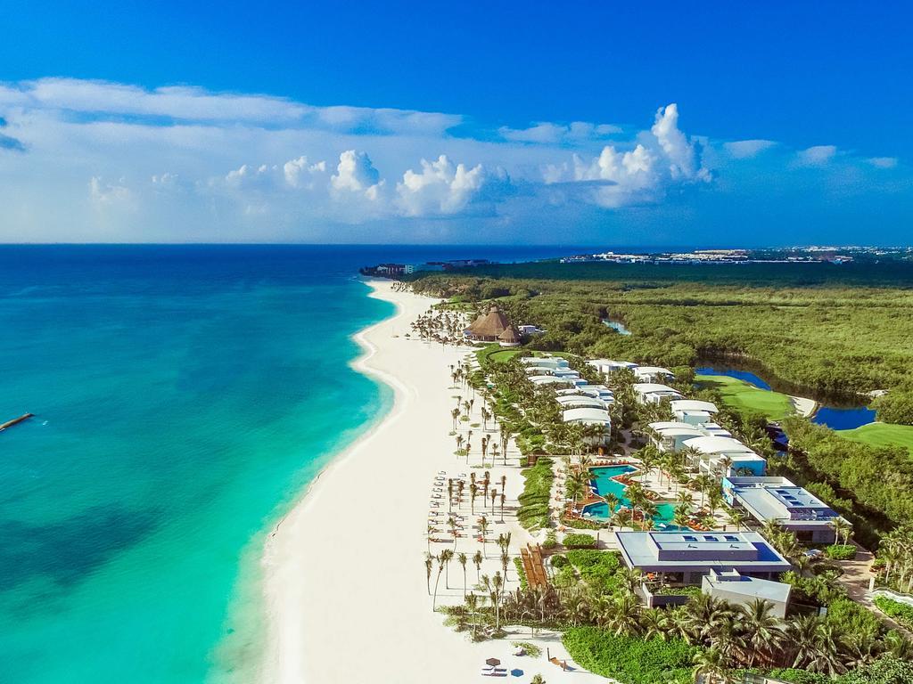 The Andaz Mayakoba Resort, Riviera Maya, played host to the inaugural Latin American Fashion Summit.