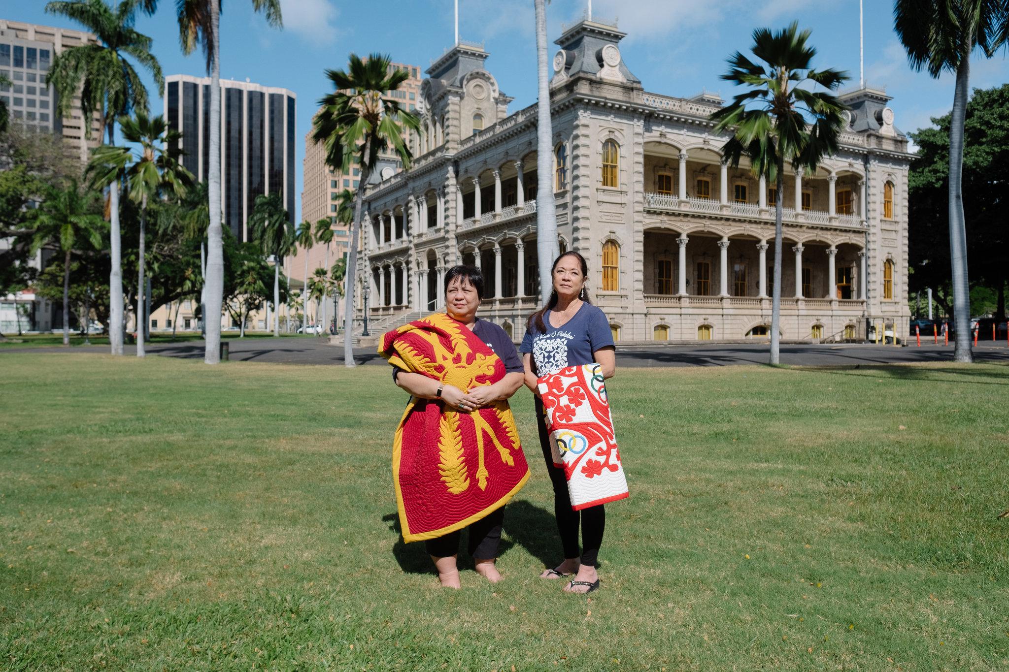 Quilters Cissy Serrao and Patricia Gorelangton outside Honolulu's Iolani Palace / Photo: Josiah Patterson.